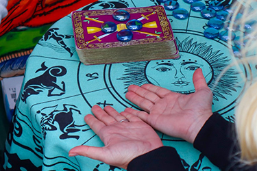 fortune teller gypsy card reading